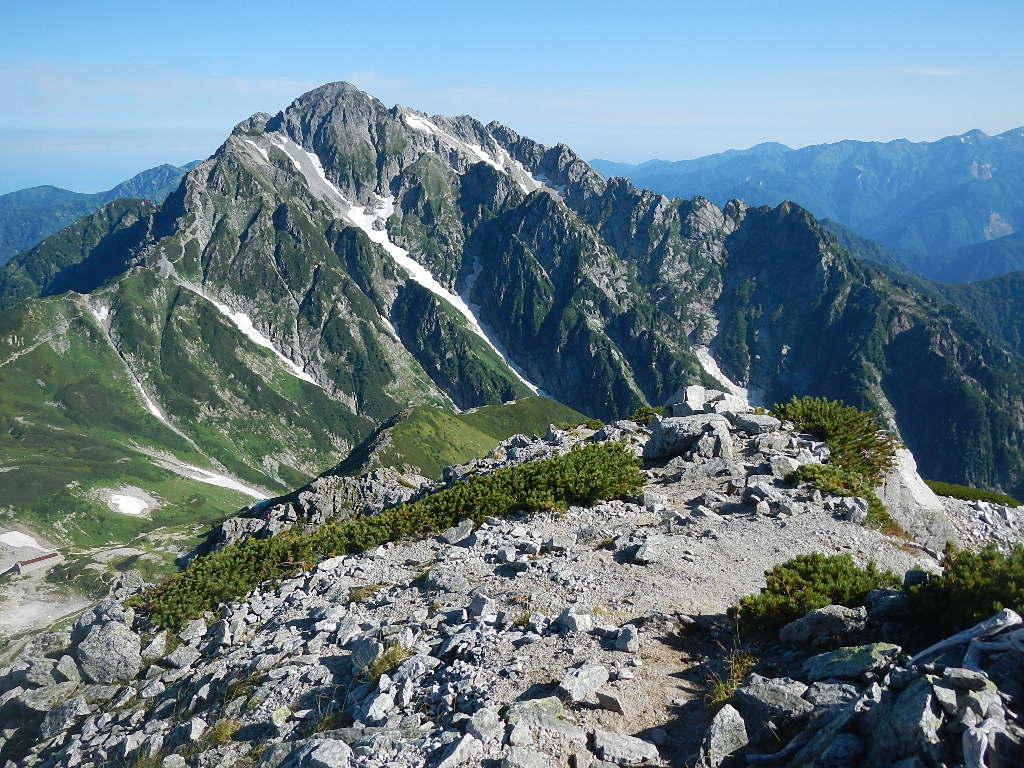 048 別山北峰からの剣岳。白馬岳や朝日岳も遠望です。 剣御前のピークと大日岳...  ヨシさん